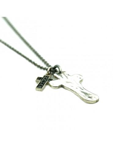 Collana di croce martellata e croce con zirconi